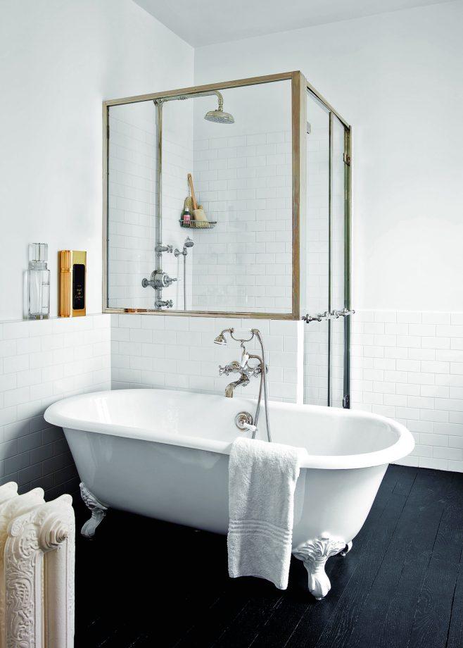 Modern Monochrome Bathroom Ideas: Black & White Bathroom ... on Monochromatic Bathroom Ideas  id=19661