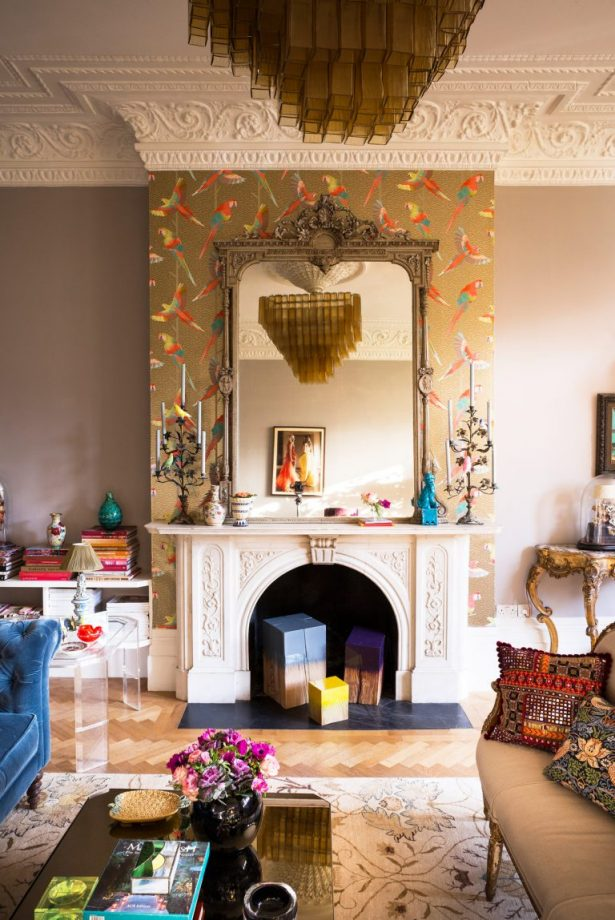 Lush Living Room Wallpaper Ideas; From Contemporary to Chintz